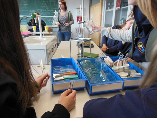 Träger investiert in Naturwissenschaften