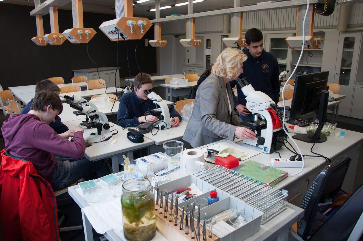 Neue mikroskope in der biologie u evangelisches gymnasium bad