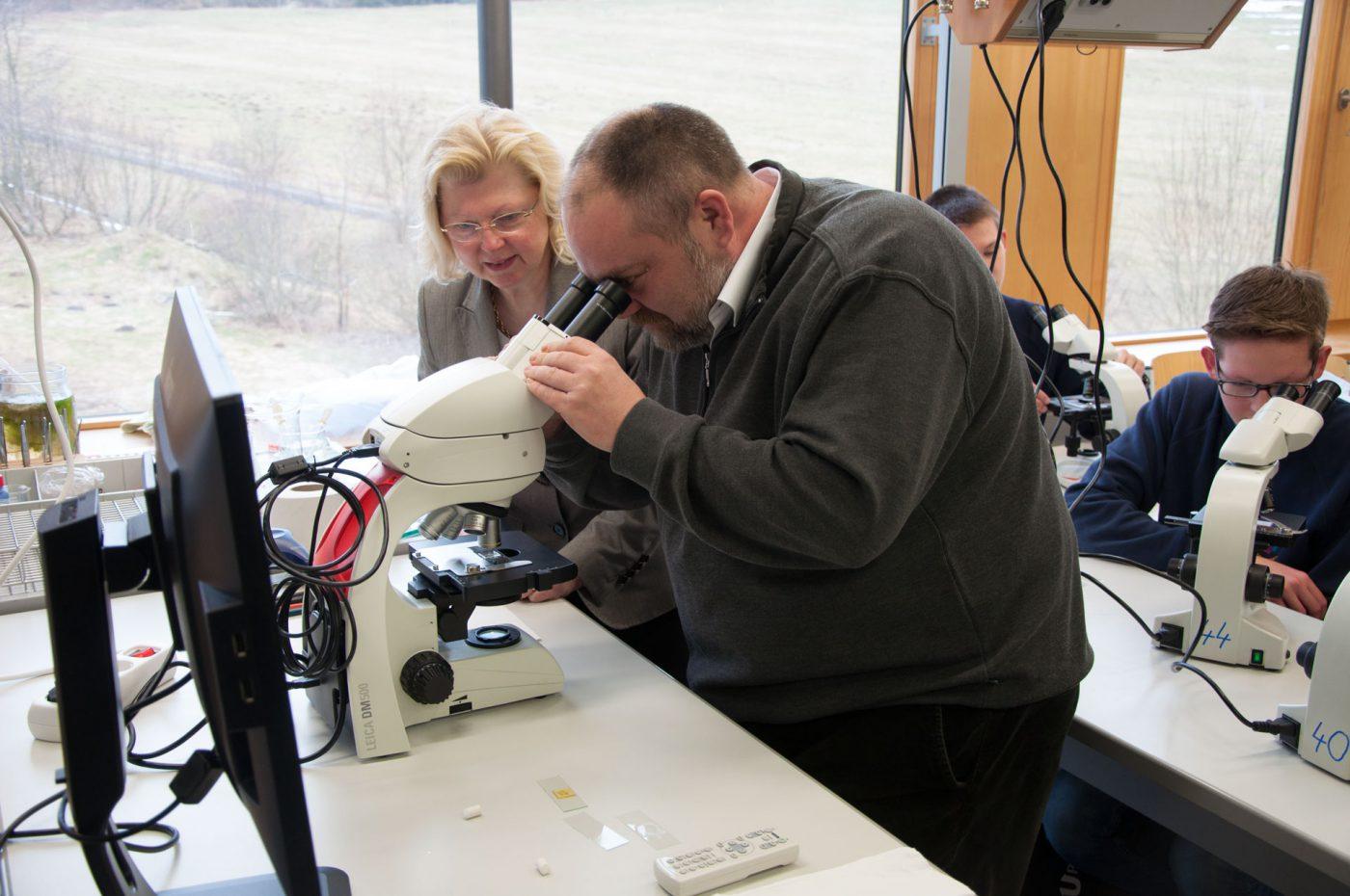 Neue mikroskope in der biologie u2013 evangelisches gymnasium bad marienberg