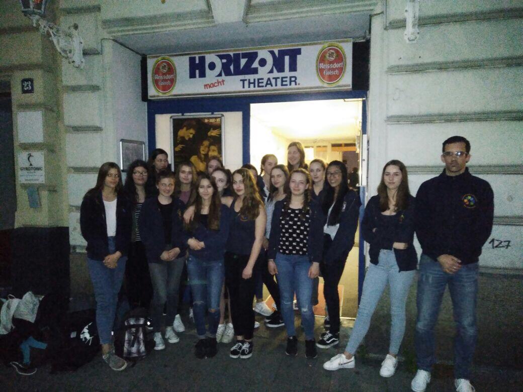 """Die Klasse 9a schaute den """"Besuch der alten Dame"""" im Horizont-Theater in Köln"""