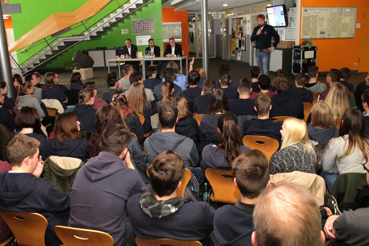 Landtagsabgeordnete besuchen das Evangelische Gymnasium Bad Marienberg