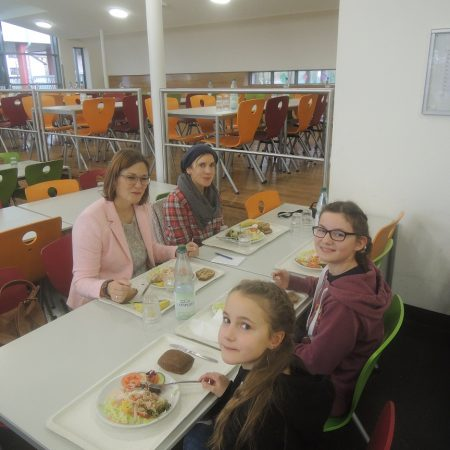 Abschließendes gemeinsames Mittagessen in Lahnstein in der Mensa der Realschule+