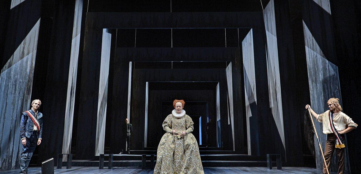 """Theaterfahrt der Deutsch-Leistungskurse 12 zu """"Maria Stuart"""""""