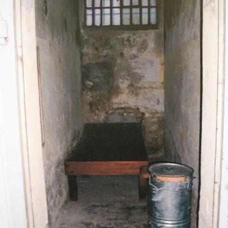 Blick in eine Stasi Zelle in Berlin