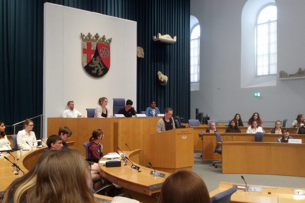 Besuch im Mainzer Landtag – Demokratietag Jgst. 9