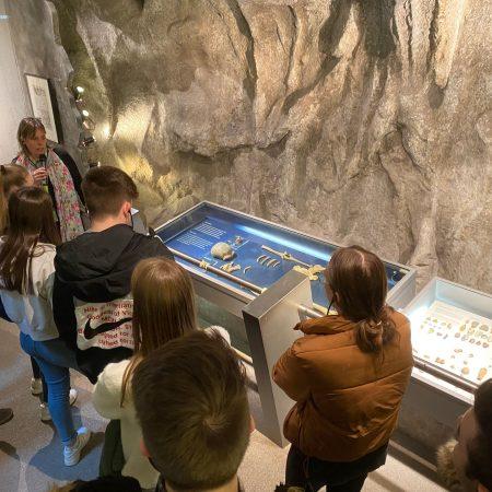 Auf den Spuren des Menschen im Neanderthal-Museum (Bio13)